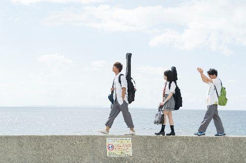 左から佐野勇斗さん、山田杏奈さん、森永悠希さん(c)2019「小さな恋のうた」製作委員会