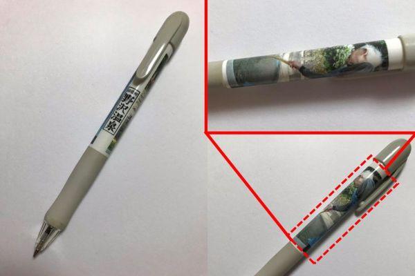 こちらは「ファンシー絵みやげ」ではないが、野沢温泉の名所「麻釜(おがま)」のオリジナルボールペン。麻釜で野沢菜を茹でるおばあさんの後ろ姿の写真がプリントされている。