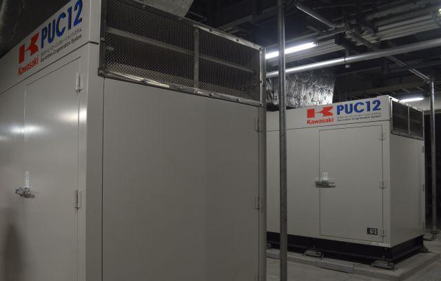 自衛隊中央病院地下1階にある自家発電装置。ガスで動くが、震災で電気だけでなくガスの供給も止まった場合、灯油による運転に切り替えられる