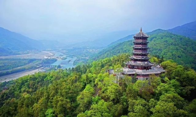 世界遺産の水利施設「都江堰」と青城山老君閣