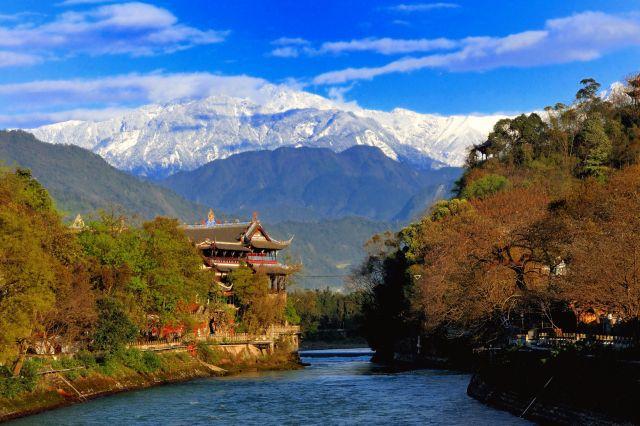水利施設「都江堰」付近の風景