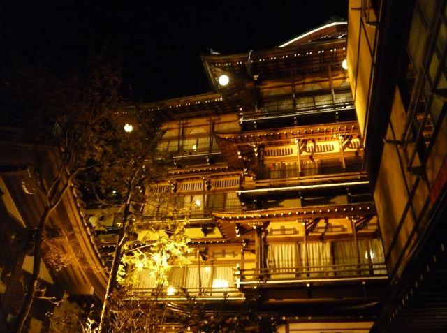 渋温泉にある旅館「金具屋」