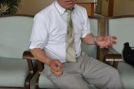 残業代裁判への思いを語る田中まさおさん。埼玉県内の公立小学校で4年生の担任を務めている=2019年5月17日、さいたま市、牧内昇平撮影