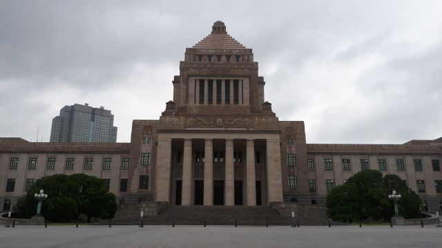 国会議事堂。向かって左側にある衆院の解散は、議員たちにとって「永田町大学の卒業がかかる抜き打ちテスト」と言えるかも