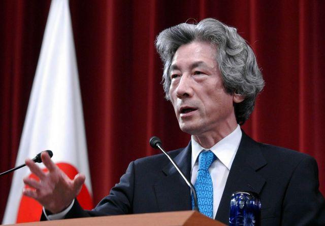 2005年8月、郵政民営化法案が参院で否決されたため衆院を解散し、記者会見する小泉純一郎首相=首相官邸