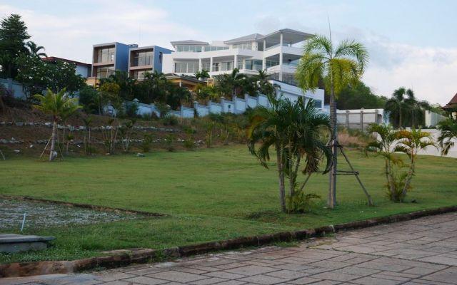 「アジト」はタイ中部パタヤの高級住宅地。多くが貸し住宅としても使われていた=2019年4月、パタヤ
