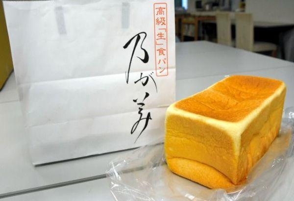高級感のある紙袋に入った「乃が美」の食パン=神野勇人撮影