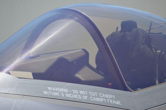 F35Aの操縦席=2017年6月、愛知県豊山町の三菱重工業小牧南工場