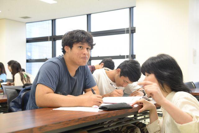 愛知県豊田市の日本語教室CSNで学ぶ、学齢期を過ぎた外国ルーツの若者たち