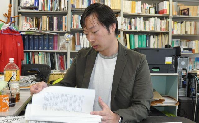 教育法を研究している高橋さん。米国の先生の働き方などにも詳しい=2019年5月、さいたま市、牧内昇平撮影