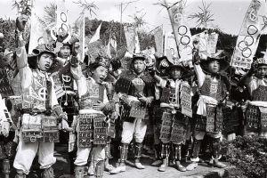 1964年の聖火リレー「謎の1枚」なぜ鎧!?現地を訪ねてみたら……