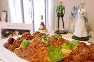 映画「カリオストロの城」で登場した「ミートボールスパゲッティ」など、作品の世界観を再現した特別料理が振る舞われた=瀬戸口翼撮影