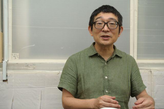シューレ大学スタッフの朝倉景樹さん