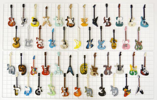 色とりどりの「ひらがなギター」
