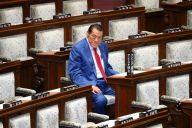 通常国会閉会日、参院本会議に臨むアントニオ猪木氏。「諸派」として当選したのは1989年7月の参院選だった=2019年6月26日、岩下毅撮影