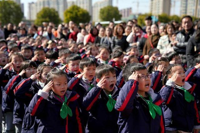 上海の小学生たち=2018年2月、上海