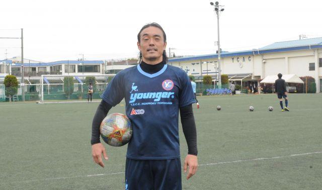 横浜市の練習場で笑顔を見せる安彦選手