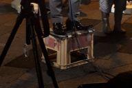 参院選公示日の夜、「既成政党に挑む」と訴えるある団体の比例区候補者が、街頭に立った=7月4日、東京都内