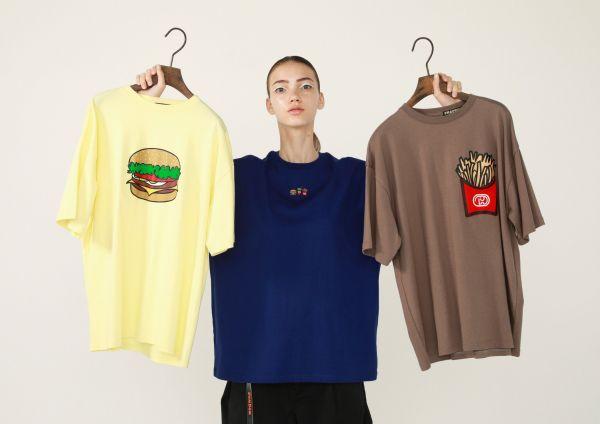 Tシャツ 各6400円(税抜き)