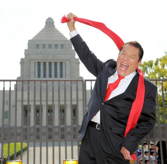 日本維新の会から参院選に出馬することを表明したアントニオ猪木氏=2013年6月