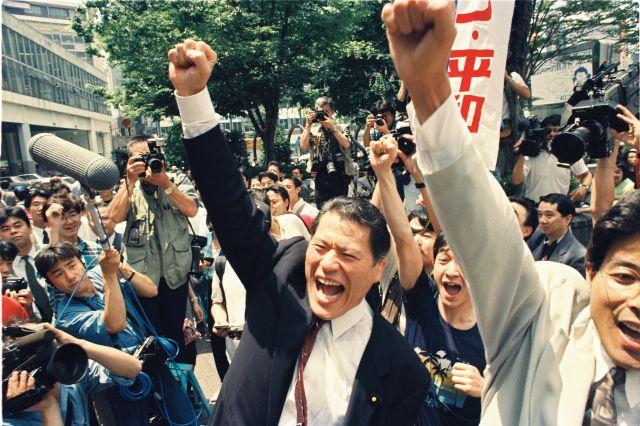 1992年の参院選で支持を訴えるスポーツ平和党のアントニオ猪木党首=1992年7月