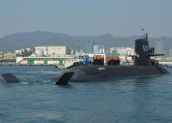 潜水艦せいりゅう=2018年3月、兵庫県の神戸港