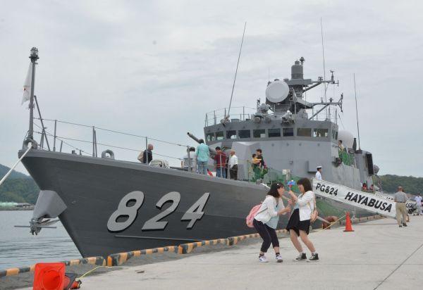 ミサイル艇はやぶさ=2016年6月、島根県の出雲河下港