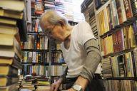 55年の歴史に幕を閉じた東豊書店。90歳の店主簡木桂さんは多くの中国研究者に愛された=今村優莉撮影