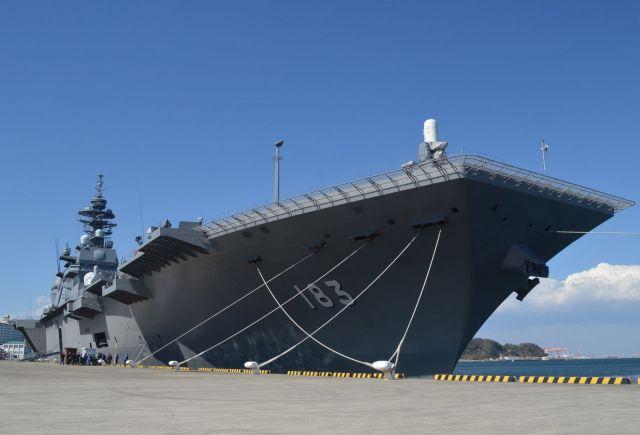 ヘリ搭載型護衛艦いずも=3月、神奈川県の横須賀港