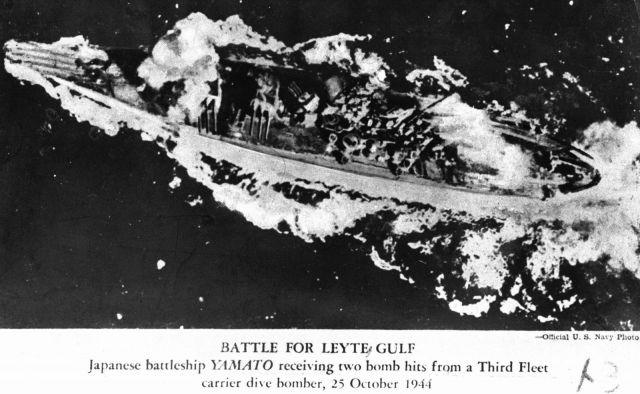 1944年10月、フィリピンのレイテ沖で米軍の攻撃を受ける旧海軍の戦艦「大和」