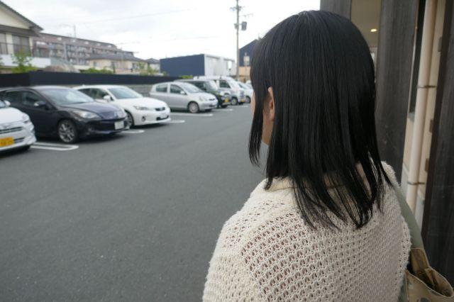 記者が話を聞いた東海地方に住む30代女性。「働いても、働いても、苦しい。それだけです」=6月、牧内昇平撮影
