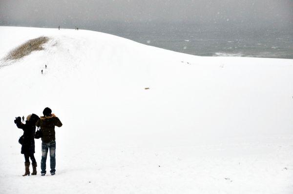 雪化粧した鳥取砂丘=2012年12月24日、鳥取市