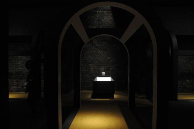 曹操高陵の墓室の一部を原寸大で実現した部屋。ここに入ると一気にタイムスリップした気分になる=今村優莉撮影