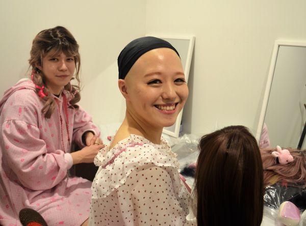 髪がなくても、明るく生きることは出来る。pippiさんの笑顔は、そう教えてくれるようだった。