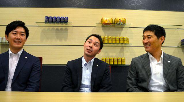 座談会に参加したサッポロビールの社員。左から、江見陽介さん、川合修平さん、伊藤裕介さん=東京都渋谷区