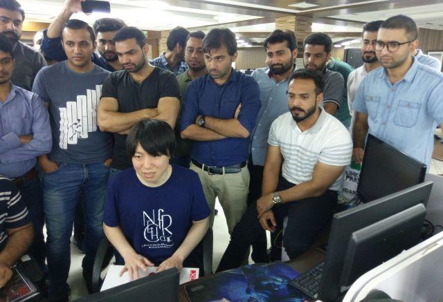 パキスタンに乗り込んで地元の選手たちと交流試合をしたチクリンさん(左下)=黒黒さんのツイッターから