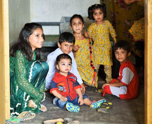 たくましいパキスタンの子供たち=乗京真知撮影