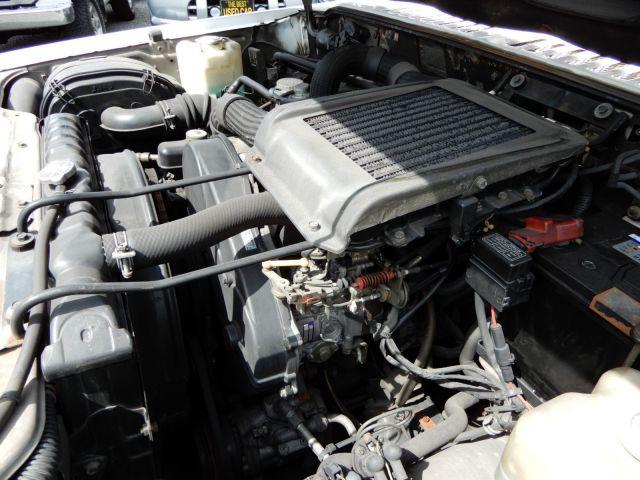 4気筒2.5リッターのディーゼルターボエンジン。意外にも、インタークーラーが現代のクルマ並みに大きい