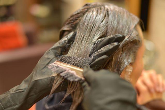 髪の維持は大変(写真はイメージ)
