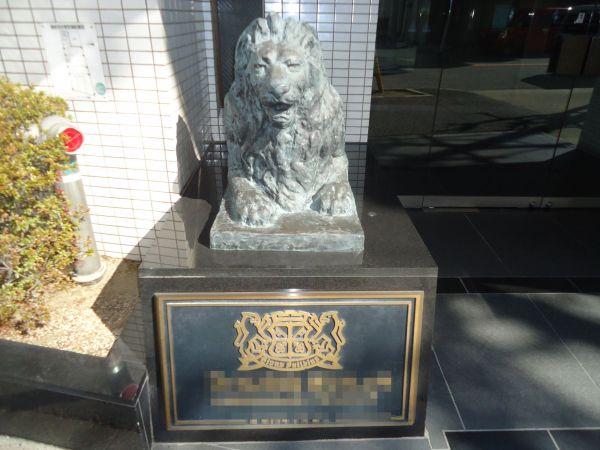各地のライオンズマンションに設置されているライオン像