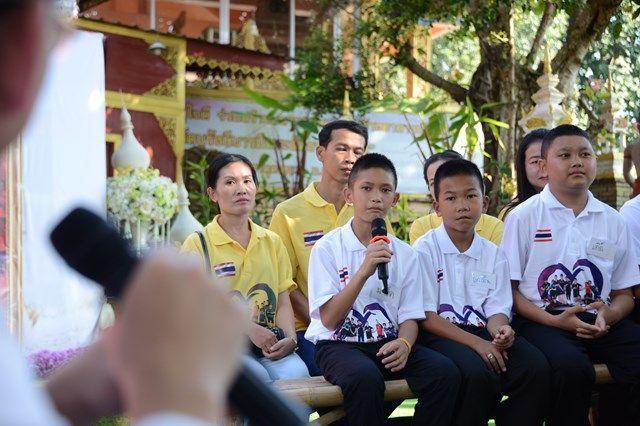 無事救出され、当時の思いを話す少年たち=2019年、タイ北部メーサイ