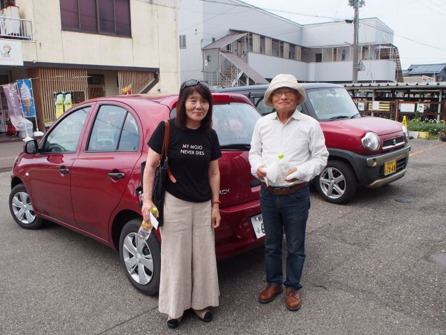 観光協会の人に紹介された竹内さん(左)と、観光協会の人が紹介してくれた竹内さんより詳しいという山田さん