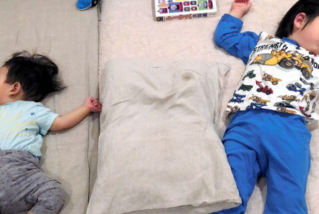 家の中で自由に過ごせるのは、2人の息子が眠っている間だけだ