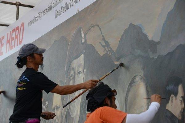 記念館に飾られた壁画は救助に参加した人が描かれた
