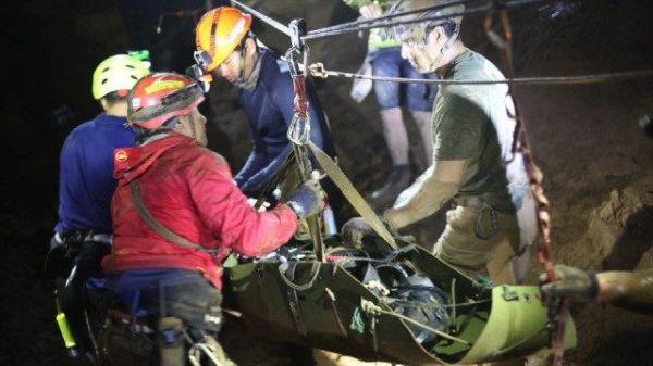 ダイバーたちの救助活動