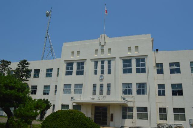 陸自の久里浜駐屯地にある通信学校の「本館」。戦前からの建物は築82年になる