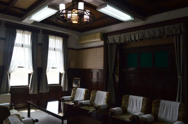 陸自の久里浜駐屯地にある通信学校「本館」の貴賓室
