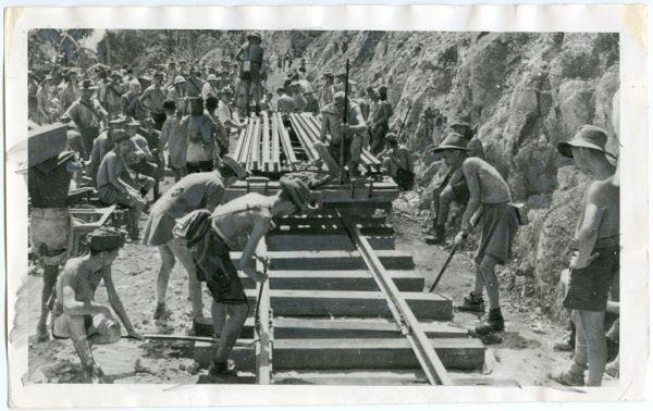 泰緬鉄道の建設は多くの連合国軍捕虜が携わり、犠牲者が出た