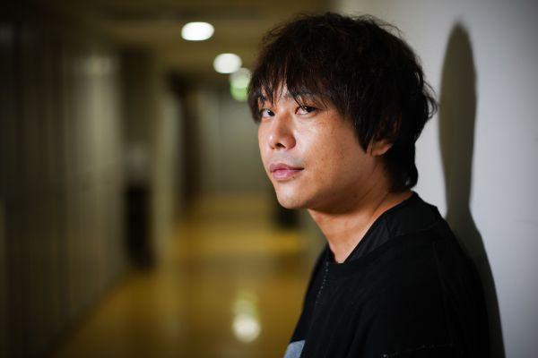 ロックバンド「凛として時雨」のドラマー・ピエール中野さん。SNS上で続ける人生相談が、年齢を問わず、幅広い人々に受け入れられている。=瀬戸口翼撮影