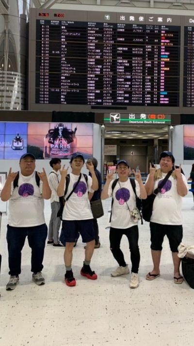 フィンランドに向かう金子さん(左から2番目)と「GIGA BODY, METAL, from JAPAN」のメンバー